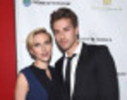 Scarlett Johansson Hits The Red Carpet With Twin Brother Hunter